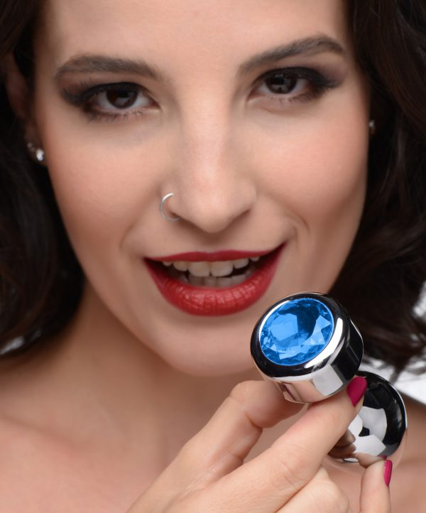 Adorn your derriere with this dazzling blue gem! The weighted base adds a comfortable and satisfying weight to your anal play