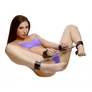 This sturdy yet lightweight spreader bar incorporates an innovative new feature that is sure to put it at the top of your wish list. The hollow aluminum offers secure featherweight restriction