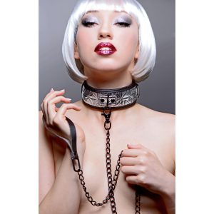 Allow yourself the freedom of relinquishing control with the Platinum Bound Leash and Collar Set from the Master Series. The collar features a sleek and sexy embossed outer design