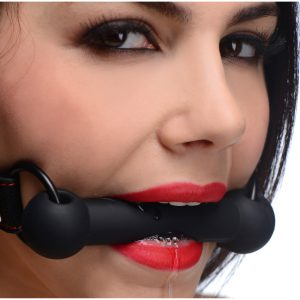 Strap your pet into this attractive and comfortable bit gag to subdue them during your play sessions. With a classic design and bold red stitching against the leather-like material