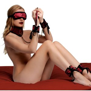Create a steamy bondage experience with a 5 piece kit that is attractive