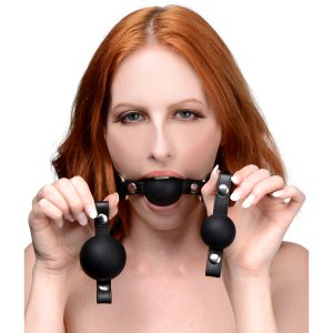 Enjoy more ways to play with a versatile gag set that includes 3 different sized balls. Find the perfect fit or force your playthings mouth open wider and wider
