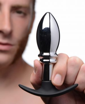 Stuff your ass with a weighted plug that features a seamlessly smooth bulb and two dramatic ridges. The Dark Stopper is a great size for those who are comfortable with anal penetration
