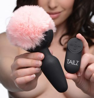 We all know what bunnies are best at! Transform into a ravishing rabbit with this adorable pink tail plug to discover 3 speeds and 7 functions of buzzing booty bliss! The remote control makes this plug super easy to use when playing solo