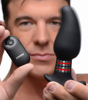 The Gyro-M's unique gyrating and rimming functions this plug is crafted for enthusiasts of every variety! The Gyro's curved tip is designed to target the P-spots of men or the G-spots of women and its taper makes it easier to insert. The 6 patterns and 4 speeds of vibration