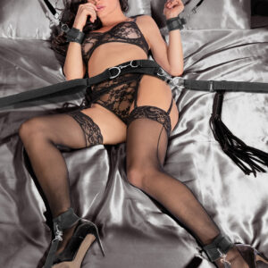 Open your bedroom to the world of bondage with this exciting collection of essentials - included in this restraint system is an adjustable waist belt