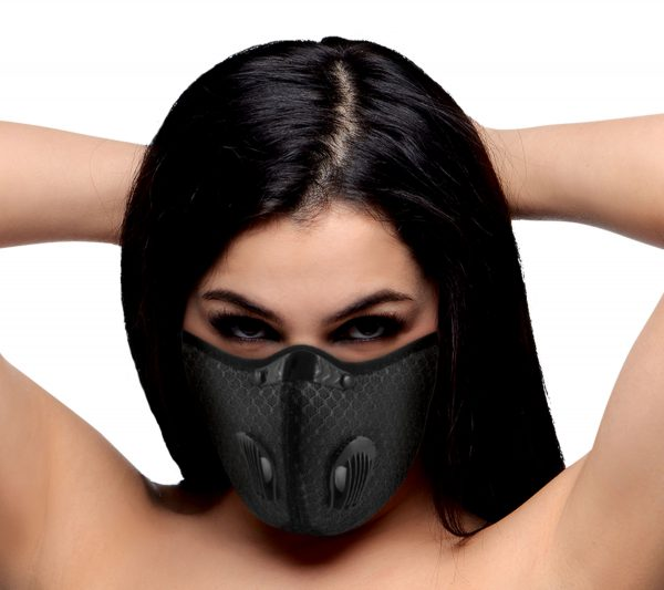 Walk about in style with this versatile fashion mask! The adjustable nose bridge clip tightens the seal around the face for a more secure feel